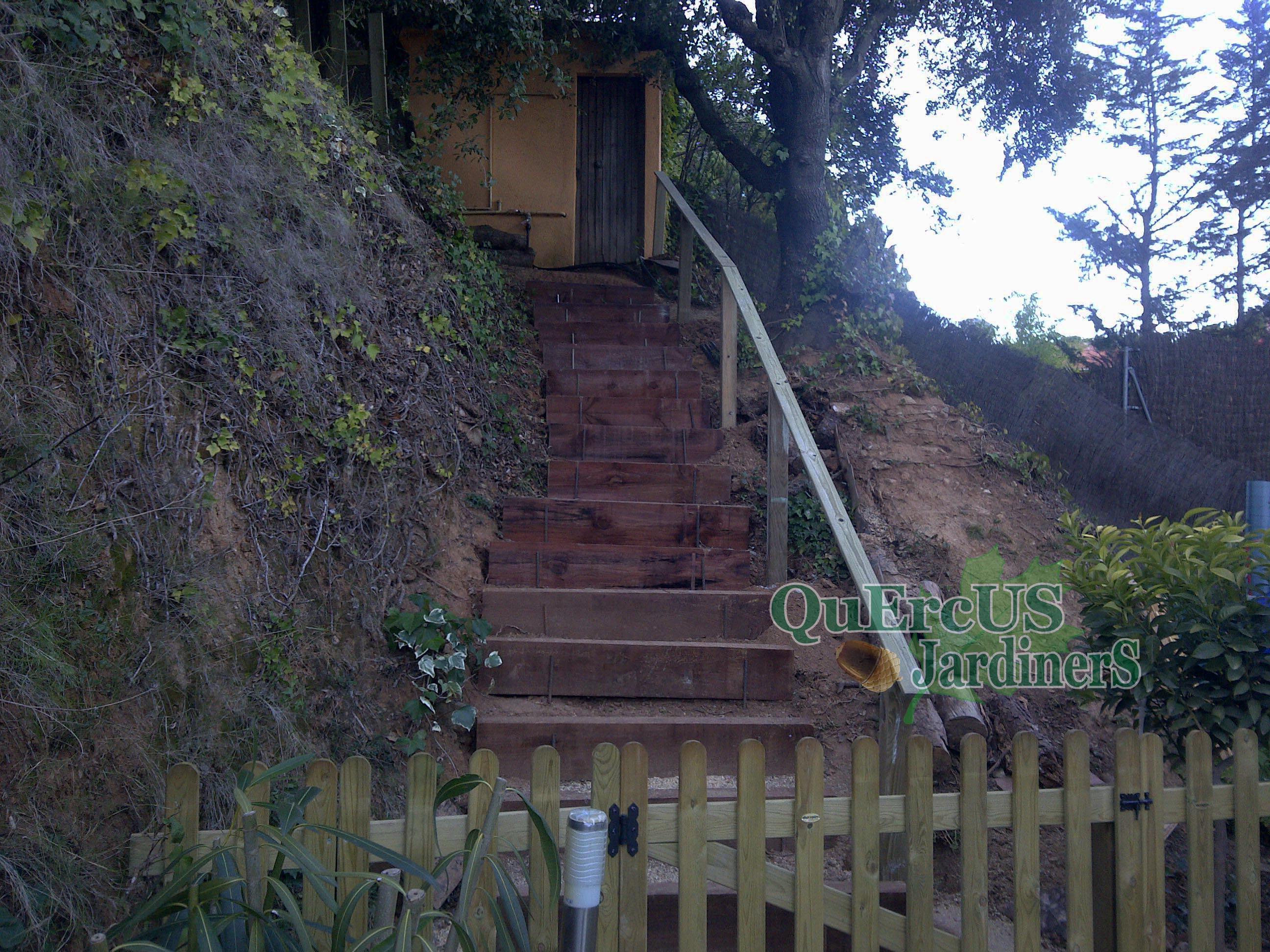 Escaleras de jardin con traviesas free traviesas with - Escaleras para jardin ...