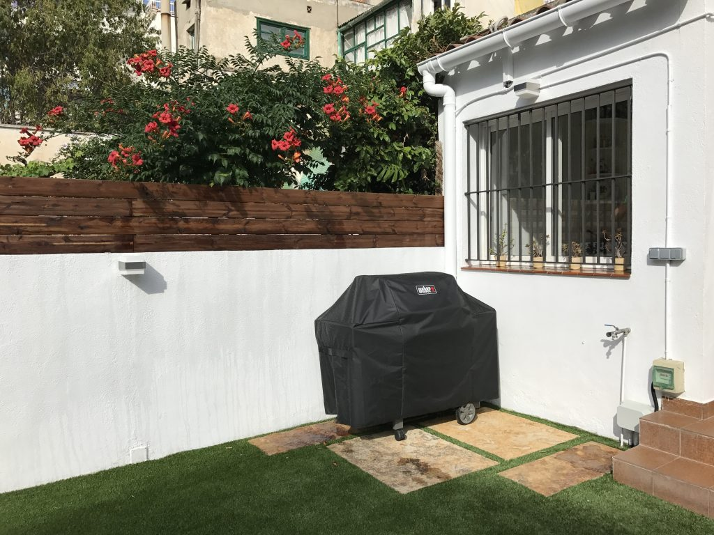 Reforma completa de jard n en badalona quercus jardiners for Casa jardin badalona
